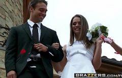 Невеста занимается сексом на свой день со специальным гостем