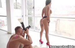 После того, как он получает ее порно картинки и трахает ее