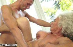 Румынская бабушка занимается красивым сексом со своим извращенным сыном