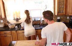 Зрелые порно видео Насильственного секс Красивая на кухне
