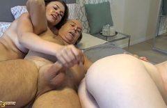 Мосулика трахает свою внучку этим большим членом