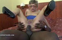 Порно с Babuta трахал, пока она не может ни Longer