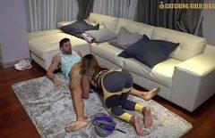 Секс с киской, сосущей хуй на ковре