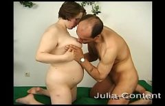 Беременная занимается смешанным сексом со своим будущим отцом
