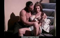 Секс с тучным лизанием киски в большой киске