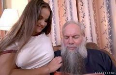 Секс с красивым молодым лицом ххх с бородатым стариком