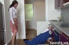 Порнозвезда трахается жесткий С Водопроводчик Как она любит