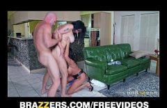 Секс с двумя бомбой брюнетками, которые жестко трахнули