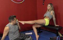 Секс с блондинкой делает тренировку задницы хорошо