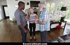 Секс с дедушкой заставляет его внучку трахнуть его сотрудника Пулоса