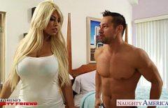 Секс с блондинкой звезда ххх трахается с мышцей