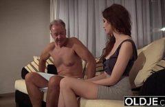 Порно фильмы с молодой женщиной трахает Санта