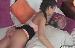 Секс с дедушкой, который изнасиловал свою внучку