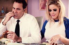 Порно фильмы с мужчинами, дающими язык после обеда