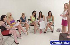 Девушки в классе сексологии узнали, как сосать член и в какой позе сидеть