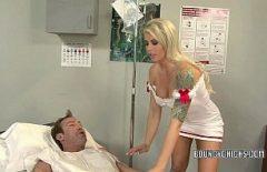 Порно с очень хорошей медсестрой петух делает пациента счастливым
