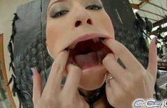Глубокая глотка кончает в рот очень симпатичной девушке