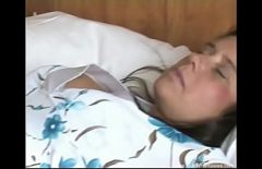 Женщины просыпаются утром с членом в их огромной киске