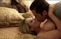 Они целуются, как красивая пара, но когда занимаются сексом, они трахают извращенцев