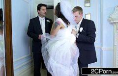Невеста трахает стол и Ginerica в отеле