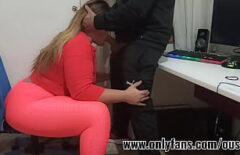 Блондинка сосать хуй в офисе
