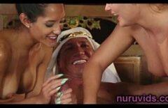 Секс с миллионером: два раба сосут его член