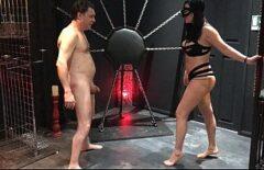 Он отводит ее в камеру сексуальных пыток и жестко трахает